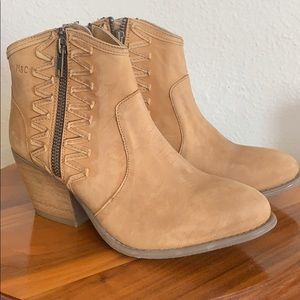 Muse and Cloud boots, Sz 6